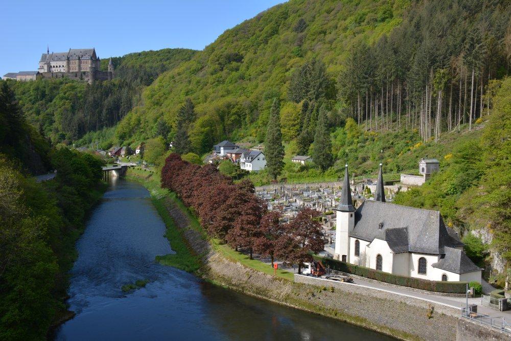 wandelen Eifel uitzicht op kasteel Vianden