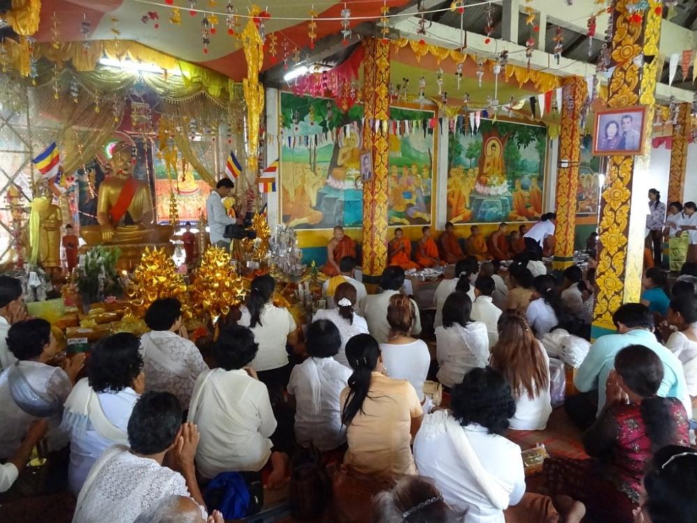 boeddhistische ceremonie cambodja emigreren Marouschka werkt bij VSO