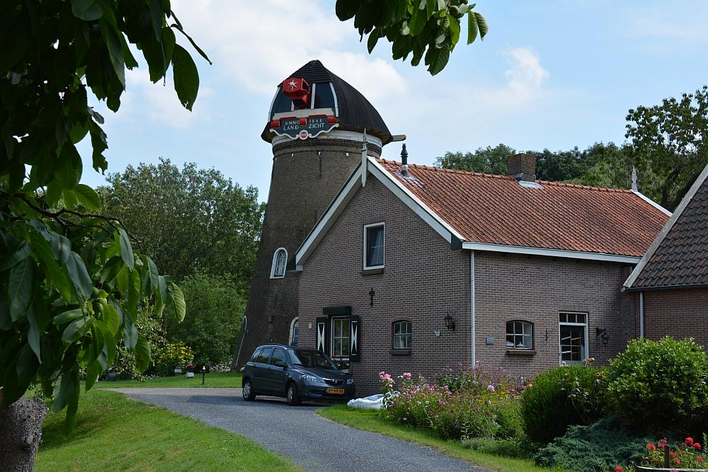 Oude molen langs de Sophiapolder fietsroute