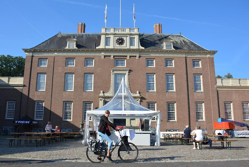 Start Utrechtse fietsvierdaagse bij Slot Zeist