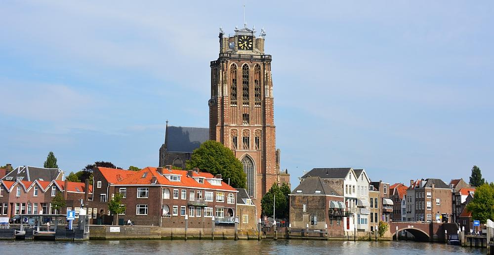 panorama Dordrecht vanaf veerboot Sophiapolder fietsroute