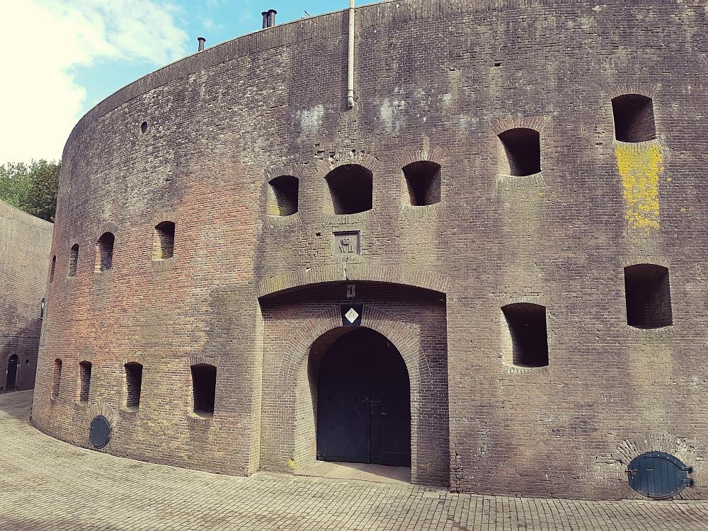 Fort Honswijk aan het Klompenpad Lint- en Liniepad