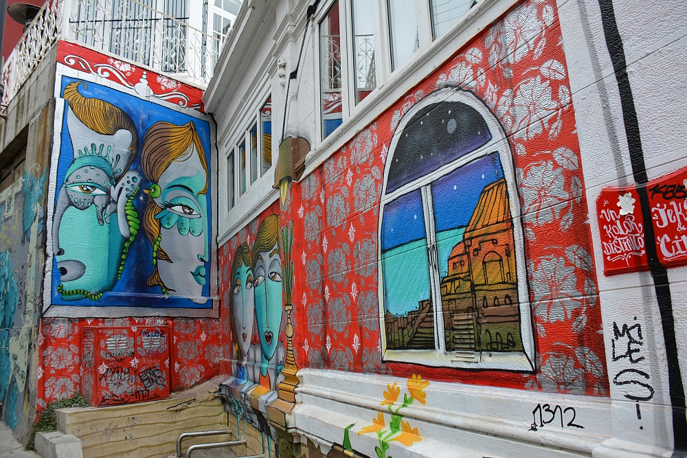 Valparaiso Chile murals