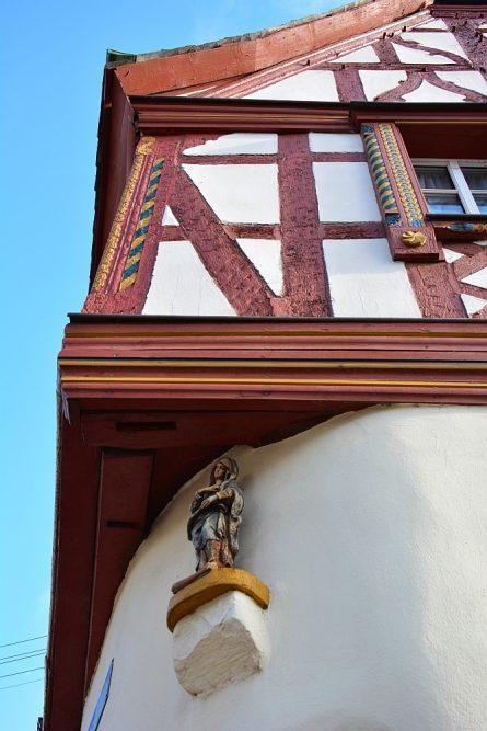 gevel van vakwerkhuis in Kröv Duitse Moezel