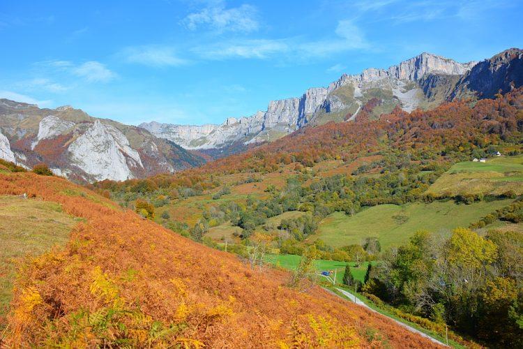 herfst in de Pyreneeën startpunt wandeling Cirque de Lescun