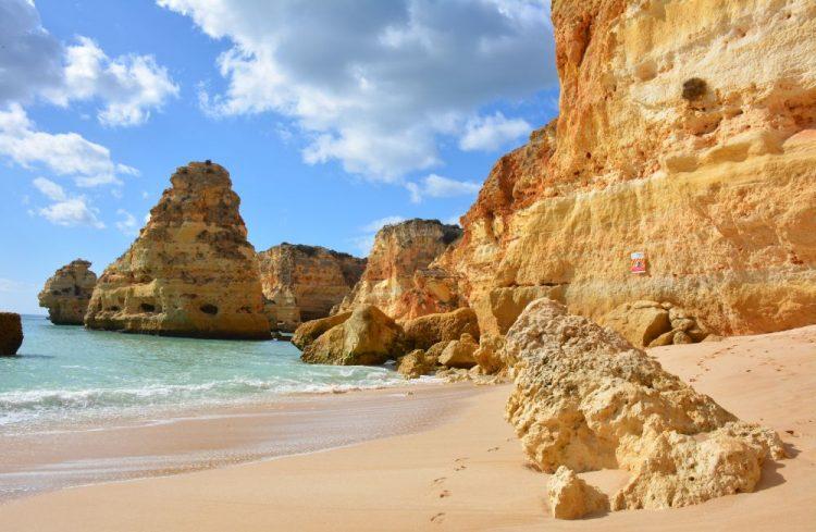 strand bij Praia de Marinha