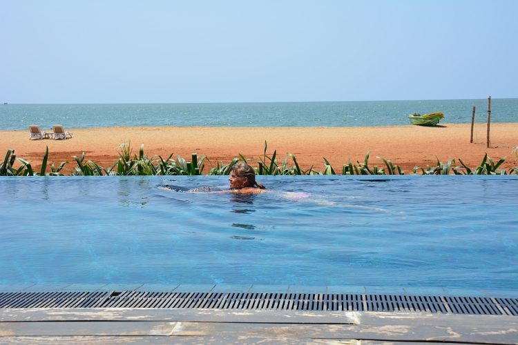 backpacken Sri Lanka infinitypool hotel Pledge Scape negombo