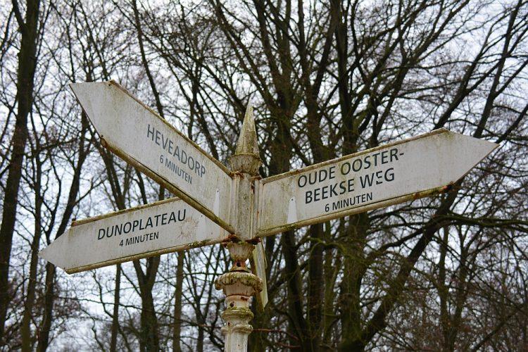 oude wegwijzer landgoed Duno