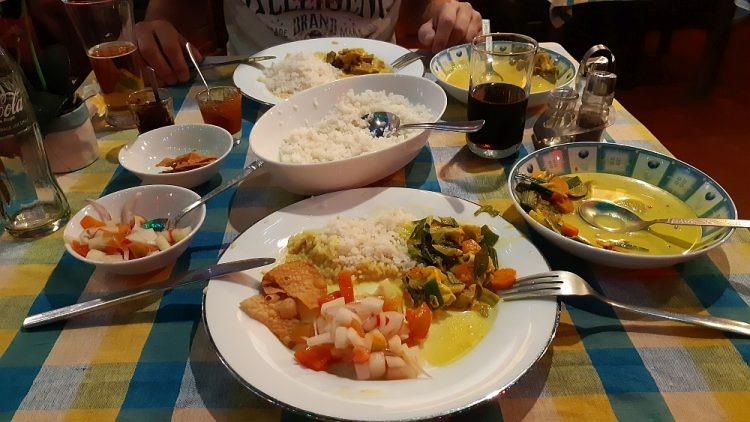 backpacken Sri Lanka rice and curry