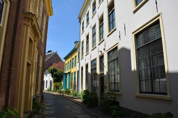 kleurrijke huizen in binnenstad Zutphen