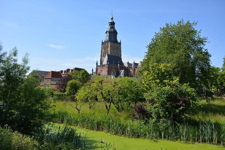 oude stadsmuur tijdens stadswandeling Zutphen