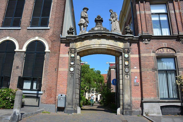 poort bij het Oude Bornhof stadswandeling Zutphen