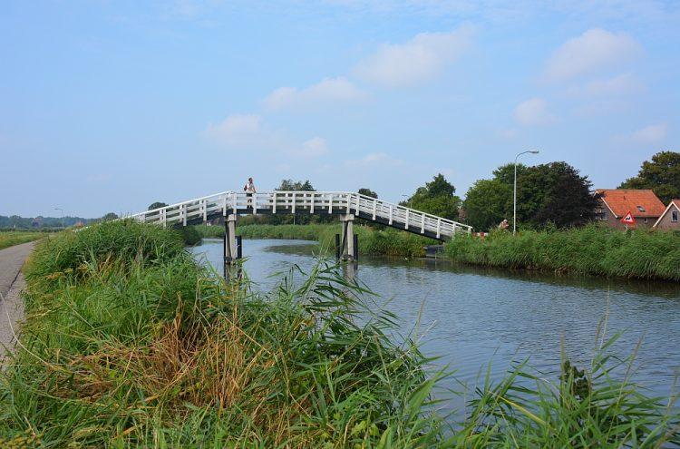 brug in polder bij Obdam