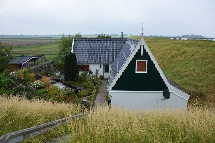 dijkwoning in het Noord-Hollands landschap