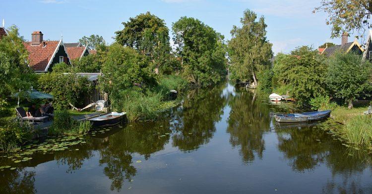huisjes aan het water in Kolhorn Noord-Hollandpad
