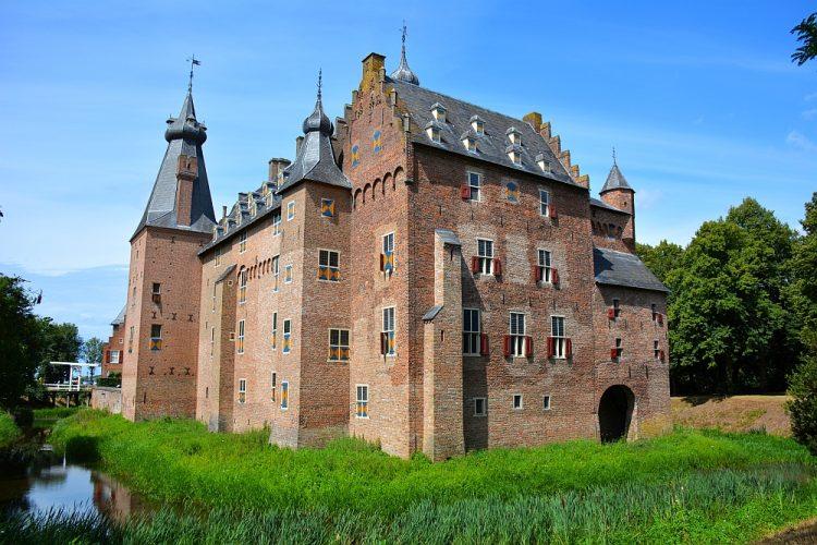kasteel Doorwerth startpunt mooiste klompenpad van Gelderland
