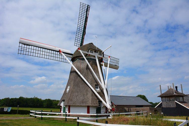 molen langs fietsknooppunten route Zutphen