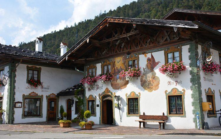 Deutsche Alpenstrasse Luftmalerei in Wallgau