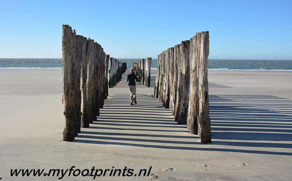 foto van de maand Myfootprintsnlgolfbrekers bij strand Westenschouwen