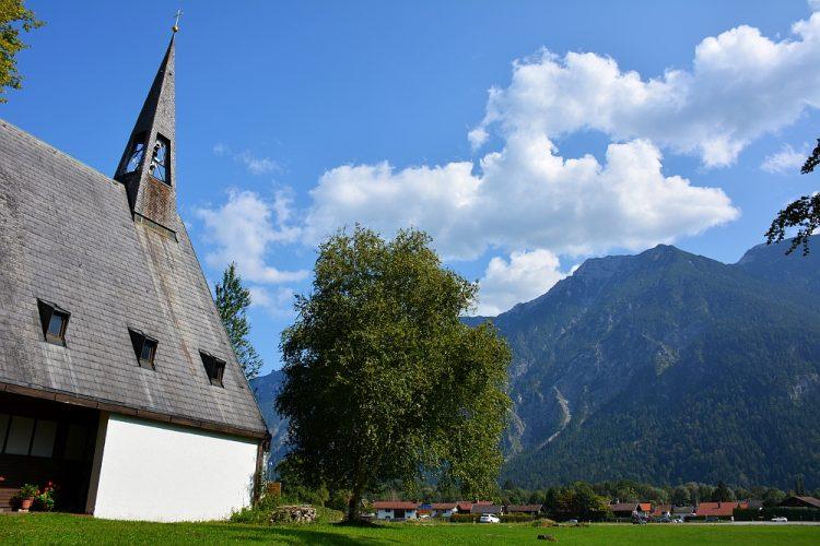 kerkje langs de Deutsche Alpenstrasse