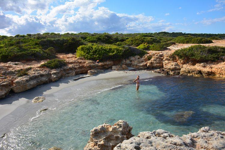 kustwandeling en rotsstrandje bij Sant Andrea Puglia