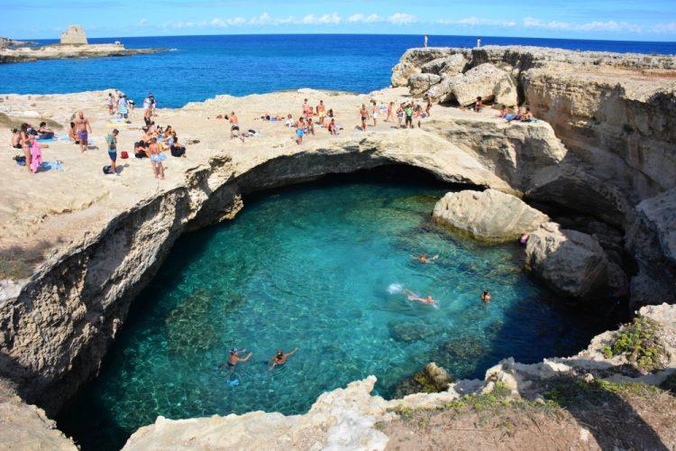 zwemmen bij de Gruta della Poesia Puglia