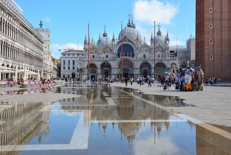 San Marco plein en Basiliek Venetië