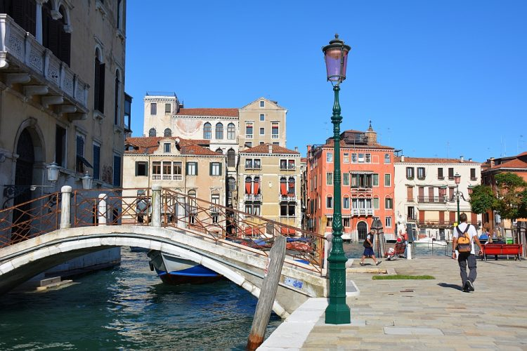 kanaal en straatbeeld 1 dag in Venetië