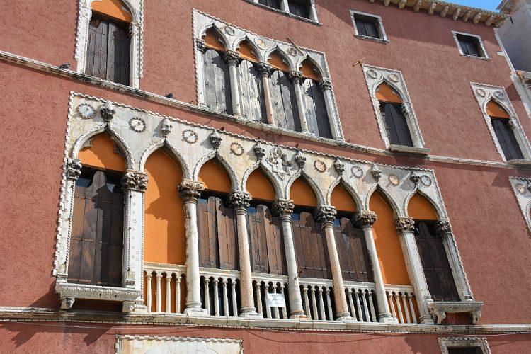 kleurrijke panden in Venetië
