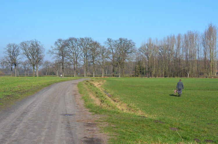 wandelen door de velden bij Helmond