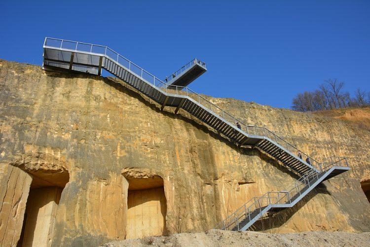 uitkijkplatform en trap in de ENCI-groeve Maastricht