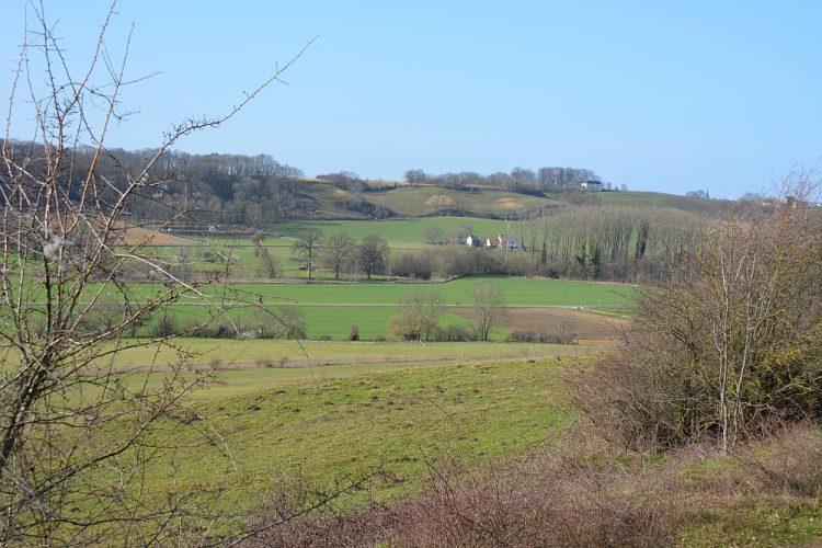 wandelen Limburgs landschap rond Maastricht bij de ENCI-groeve