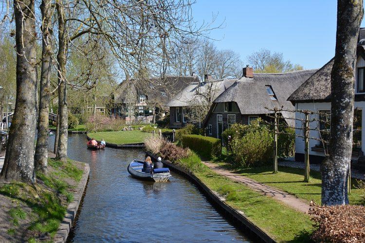 fluisterbootjes in Giethoorn