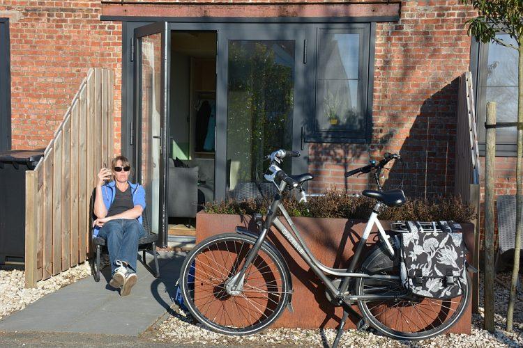 terrasje tiny house Groede Zeeland