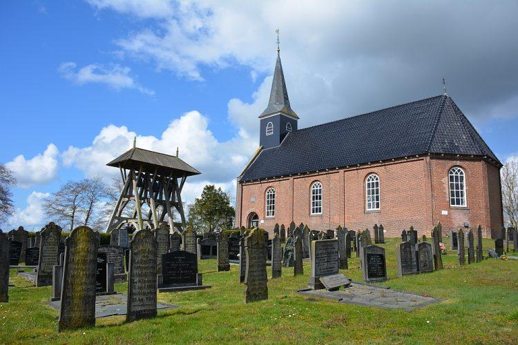 Hervormde kerk Wijnjeterp met klokkestoel