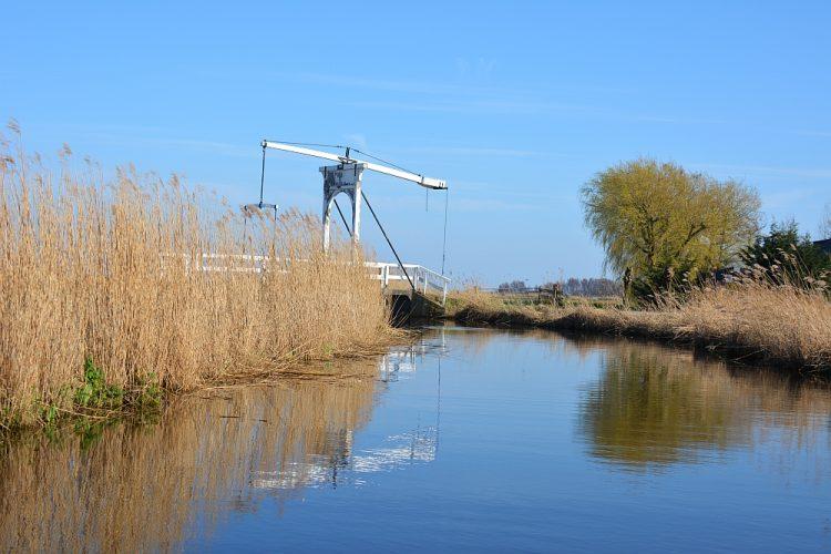brug in zicht kampeervlot Waterland