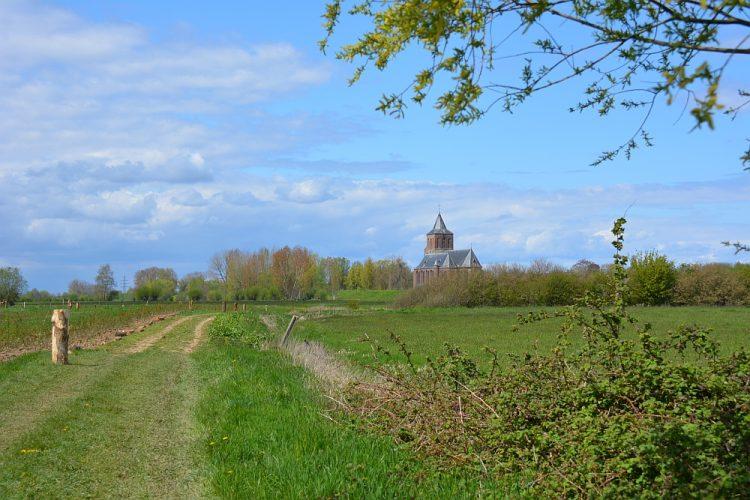 Sint-Martinuskerk Oud Zevenaar op Rijnstrangenpad Klompenpad