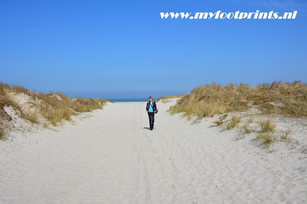 Wit strand en duinen op Schiermonnikoog