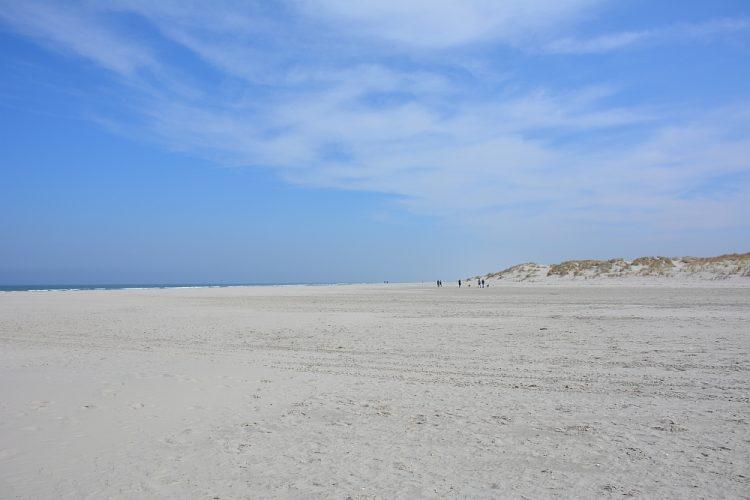 breed Noordzeestrand op Schiermonnikoog