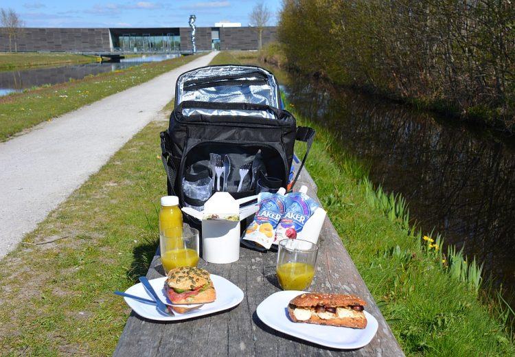 picknick lunch in rugzak van Museum Bélvedère Oranjewoud
