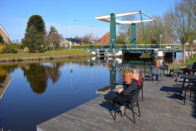 terrasje aan het water B&B Uitgerust Voor Zaken
