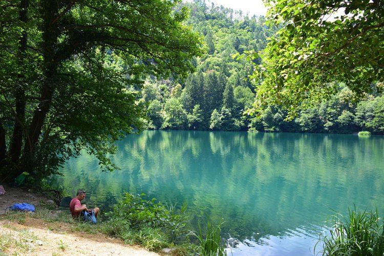 picknick aan het Levico meer Trentino Roadtrip Noord Italië