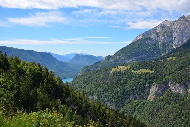 uitzicht op Lago di Molveno vanaf wandelroute